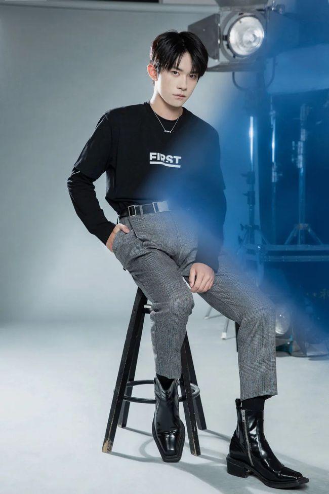 """男士""""格子""""穿搭法则-Blackwings官网,男士线上个人形象改造专家,形象改造,形象设计,形象管理,形象顾问,穿搭指导,素人爆改,男生发型,男生穿搭,挽回女友"""