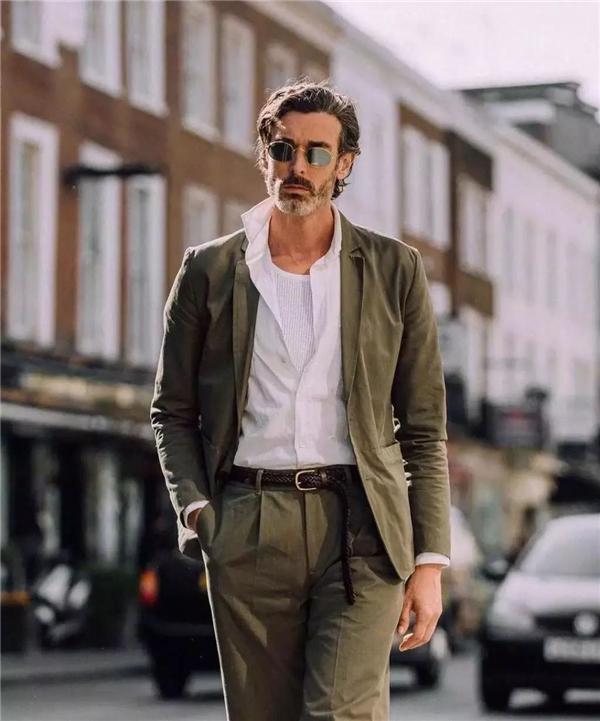 戴什么样的墨镜可以成就你的人生巅峰-Blackwings官网,男士线上个人形象改造专家,形象改造,形象设计,形象管理,形象顾问,穿搭指导,素人爆改,男生发型,男生穿搭,挽回女友