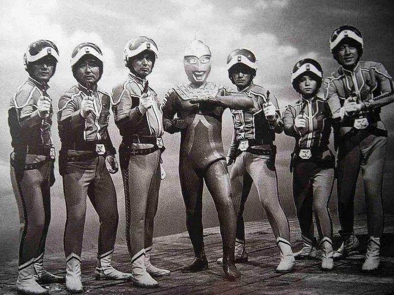 地球是属于农马尔特的-Blackwings官网-男士形象改造-穿搭设计顾问-男生发型-素人爆改